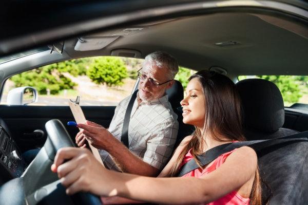 Qué necesitas para aprobar el examen práctico de conducir